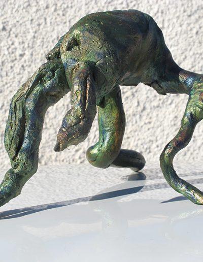 Bodenständiger Duckmäuser', Mandelholz, Fundort Andalusien, mit Blau, Grün, Bronze koloriert.