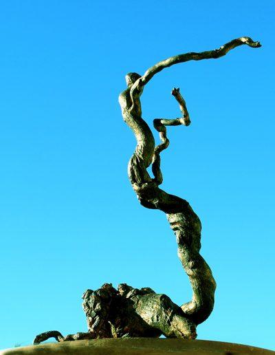 Virtuose Verwirrung', Kapernwurzel, mit Grün, Gelb, Schwarz und Gold koloriert, Fundort Andalusien.