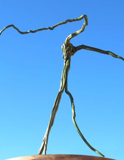 'Hochbein im Gleichgewicht', Rosmarinholz, Fundort Andalusien, mit Grün und Blau koloriert. Kopie